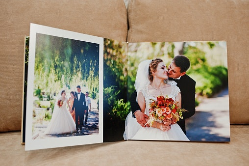 How to Create a Personalized Wedding Album
