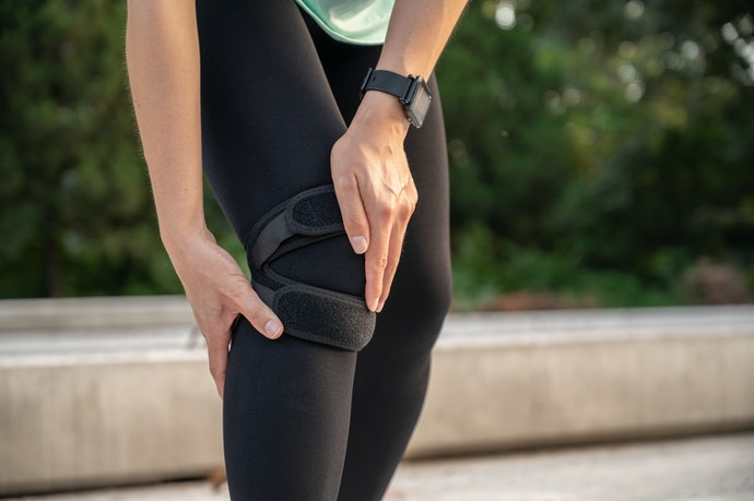 Choose a Knee Strap for Moderate Knee Pain