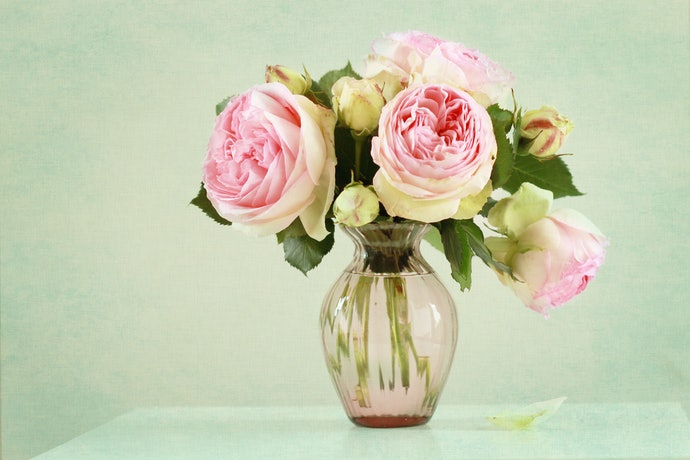 Place Short-Stemmed Flowers in an Hourglass Vase