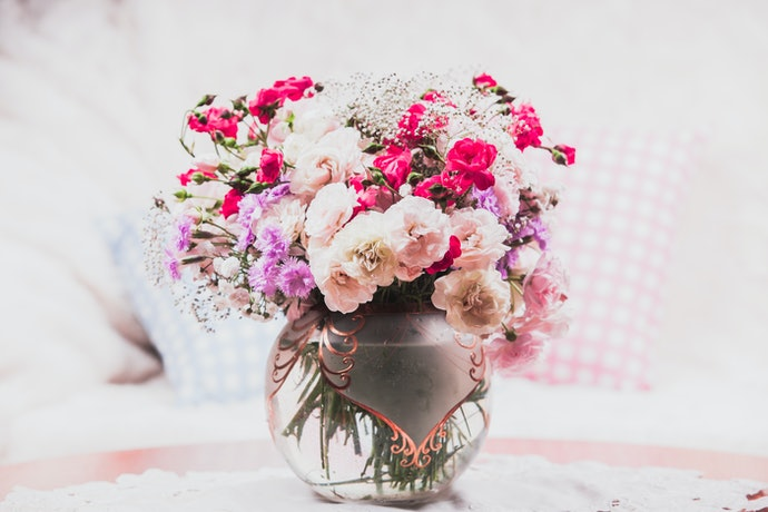 A Round Vase Adds More Emphasis to Your Flower Dome