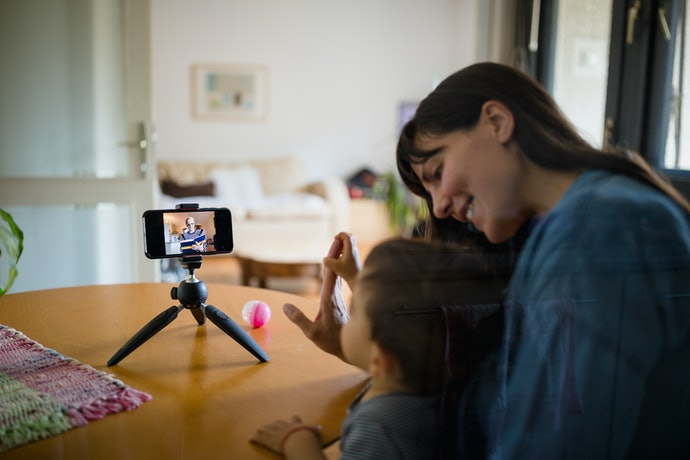 A Tabletop Tripod Is Used in Sit-Down Vlogging and Online Meetings