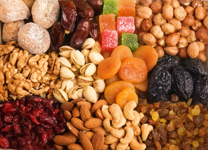 Pick Dried Fruits and Nuts For a Healthy Snack