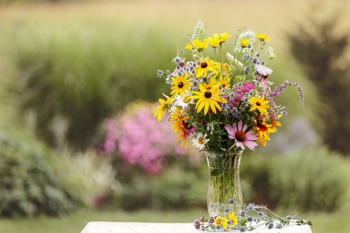 Use a Column Vase for Long-Stemmed Flowers
