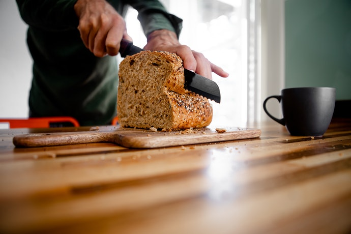 Serrated Knives Does the Trick on Bread and Cakes