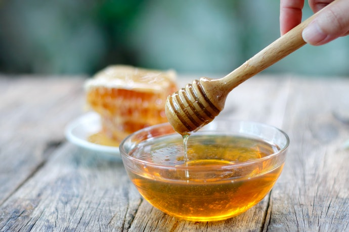 Honey for Protecting and Moisturizing the Lips