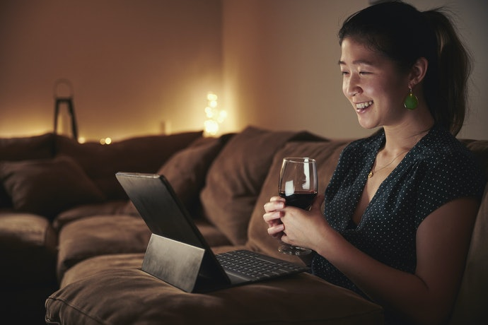 For Long-Distance Lovers, Virtual Date is the Way to Go