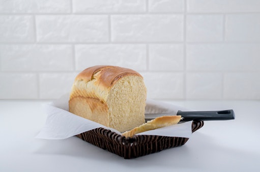 Use a Bread Knife for Your Bread and Pastries