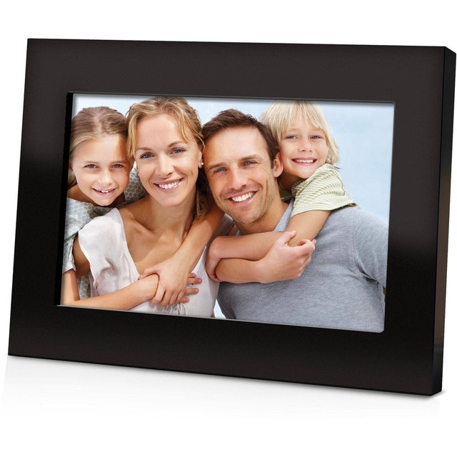 Coby 7-inch Widescreen Digital Photo Frame 1